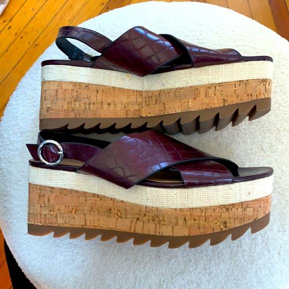 Zara nwot embossed croc platform wedge